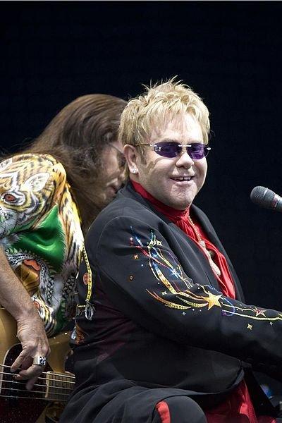 400px-Elton_John_performing%2C_2008_4.jpg